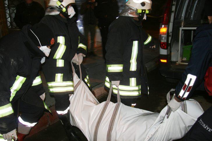 Korkunç olay! Cesedini tavandan dökülen kurtlar ortaya çıkardı