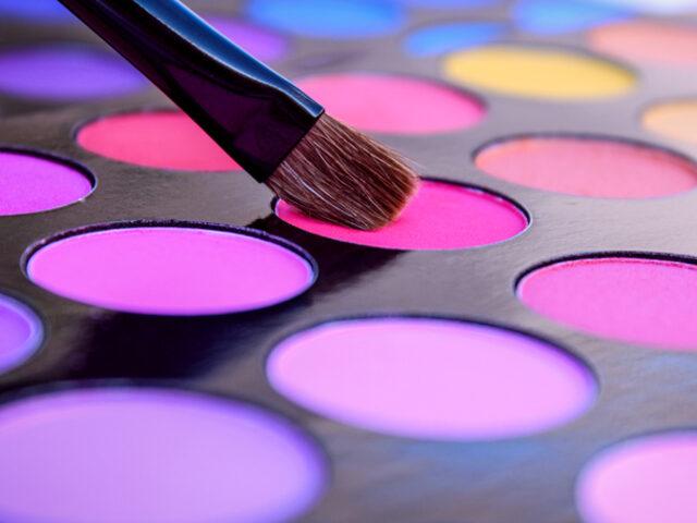 Makyajda Mor ve Gri Renklerin Düeti
