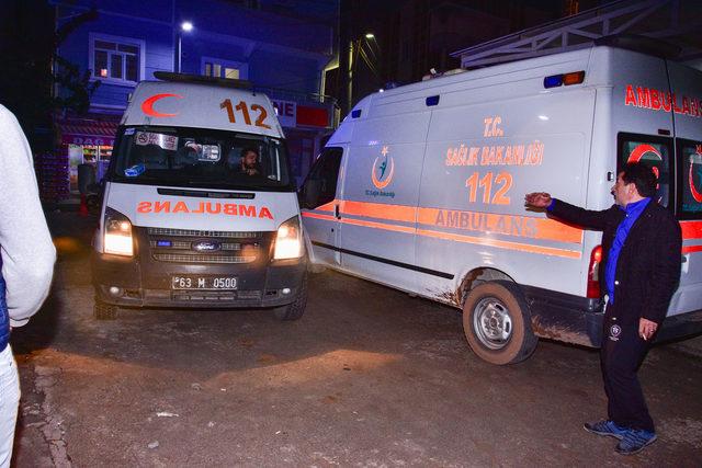 Ceylanpınar'da kamyonet şarampole devrildi: 4 yaralı