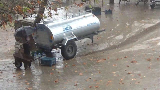 Yağmur Suyuna Niyet, Su Tankerine Kısmet ile ilgili görsel sonucu