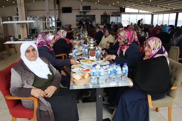Başkan Şahiner bayanlar ile kahvaltıda buluştu