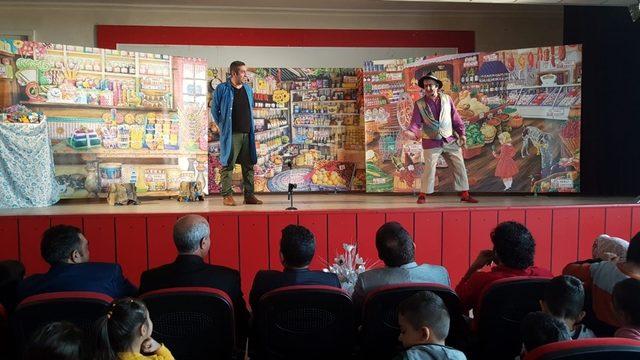 Kağızman'da  Bakkal Amca tiyatrosunda yerli üretim logosu tanıtıldı