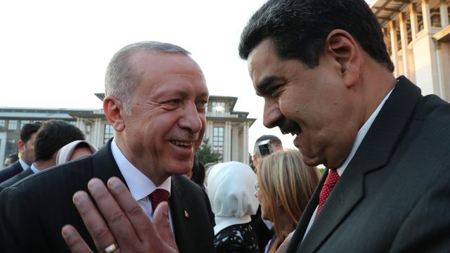 Cumhurbaşkanı Erdoğan ve Venezuela Devlet Başkanı Nicolas Maduro, Ankara'da bu samimi görüntüyü vermişti.