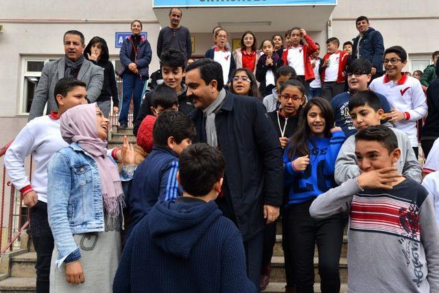 """Belediye Başkanı  Bahçeci, """"Öğretmenlerimizin fikir ve önerileri yol gösterici oluyor"""""""