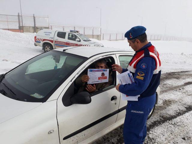 Artvin'de jandarmadan sürücülere kış uyarıları