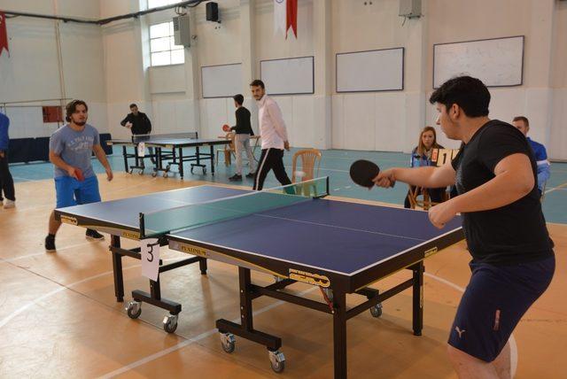 """Düzce Üniversitesi """"Sporda Biz, Engelsiz"""" Masa tenisi turnuvasıyla farkındalık oluşturdu"""