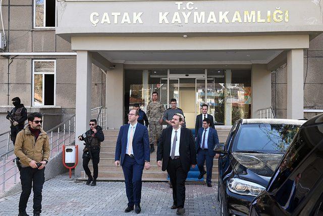 Kaymakam Şatıroğlu'ndan meslektaşı Çatak Kaymakamı Türkmen'e ziyaret