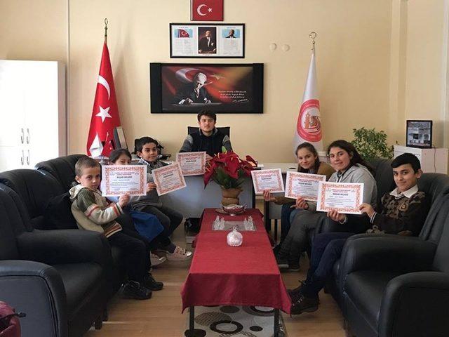 Sungurlu'da en çok kitap okuyan öğrenciler ödüllendirildi