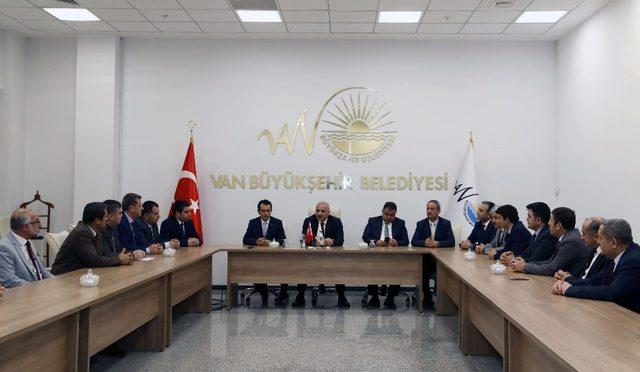 Vali Zorluoğlu, büyükşehir belediyesine veda etti