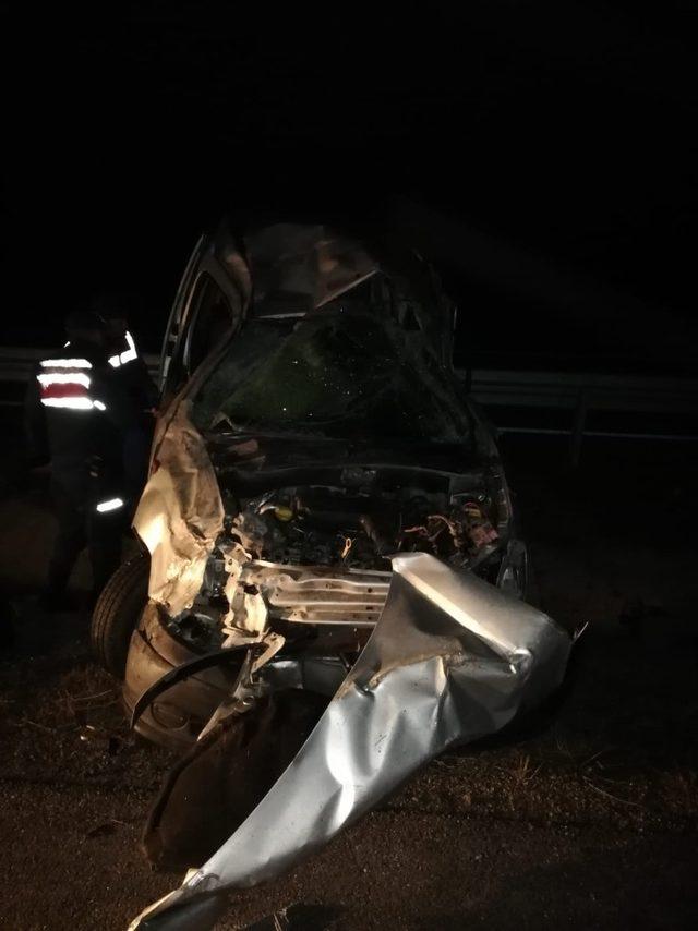 Ticari araç bariyerlere çarptı : 1 yaralı