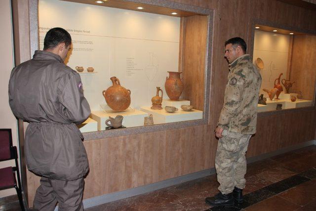 Bedelli askerler müzeyi gezdi