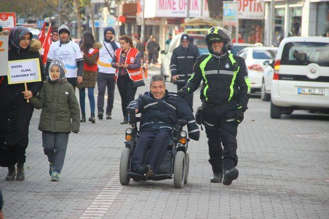 Engelliler için farkındalık yürüyüşü yapıldı