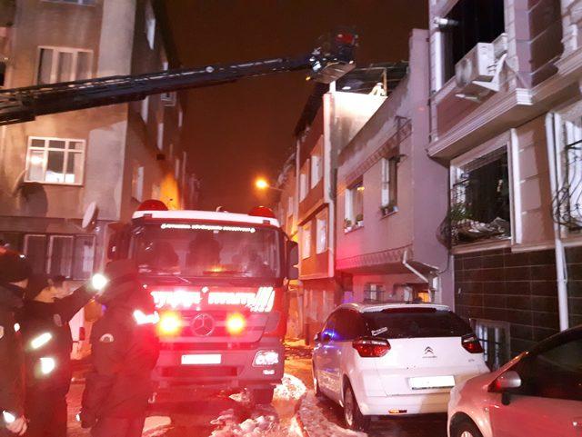 Bayrampaşa'da 4 katlı binada yangın: 3'ü ağır, 7 yaralı