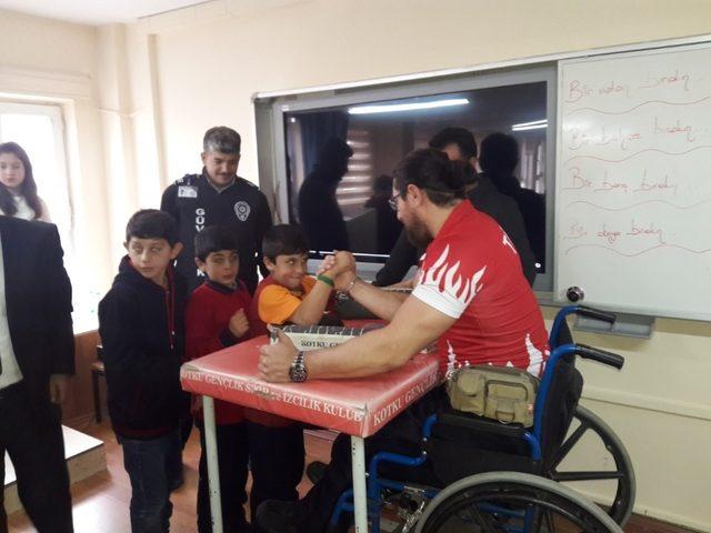 Engelliler Meclisi ve engelli öğrencilerden anlamlı etkinlik