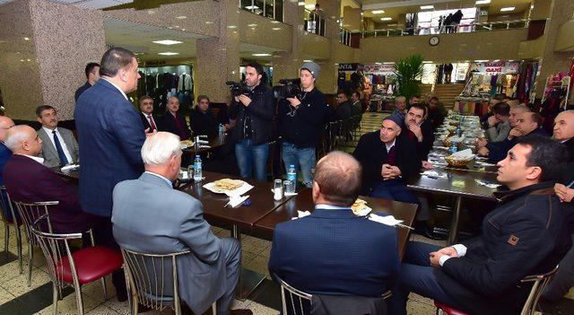 Başkan Gürkan, İnönü Kapalı Çarşı esnafı ile bir araya geldi