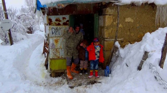 Muş'ta Özel İdare ekiplerinin yoğun kar mesaisi
