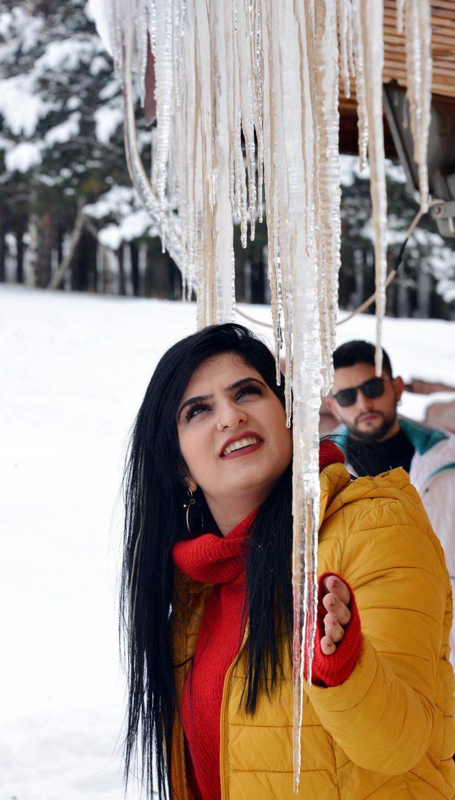 Erzurum'da buz sarkıtlarının boyu 2 metreye ulaştı