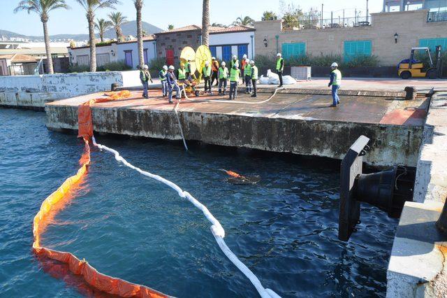 Kuşadası Limanı'nda deniz kirliliğine müdahale tatbikatı
