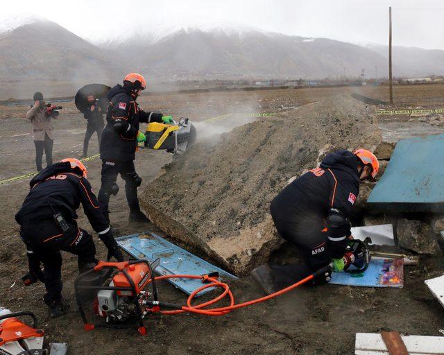 Erzincan Haberleri: Erzincan, 7.9luk depremin yıl dönümünde 4.1lik depremle sallandı 76
