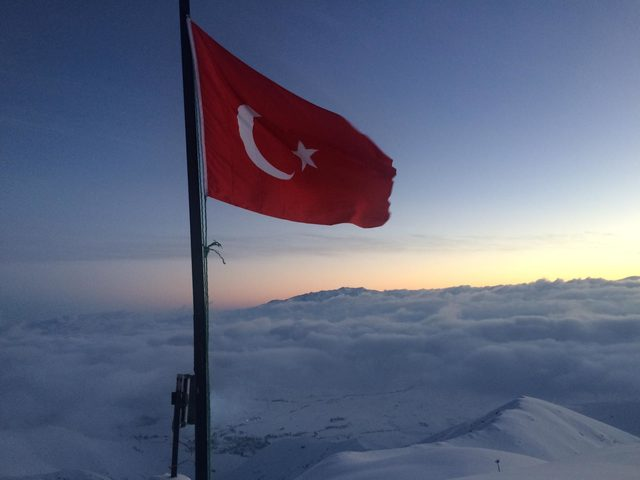 Bakan Soylu, yeni yıla 2 bin 970 rakımlı üs bölgesinde Mehmetçik ile girdi