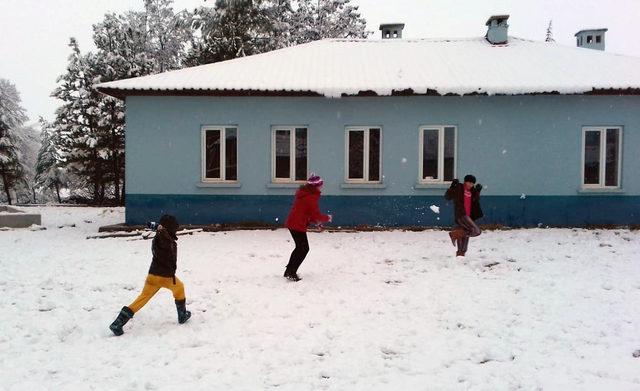 Elmalı'da kar yağışı etkili oldu