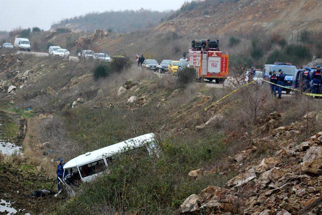 Minibüs gece şarampolu uçtu, sürücü sabah ölü bulundu