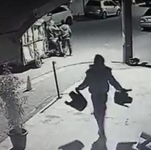 Hırsızların rahatlığı kamerada