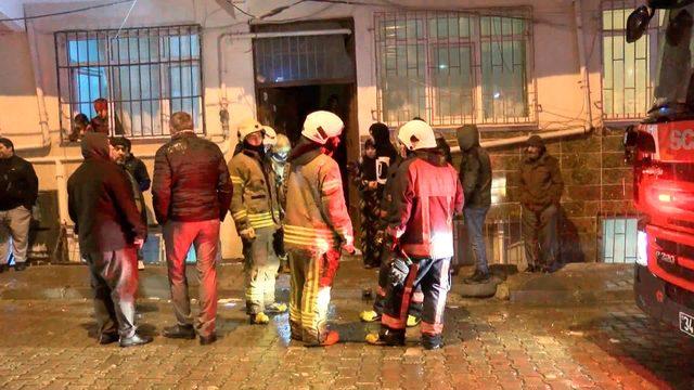 Bağcılar'da yangın: Mahsur kalan 5 kişi kurtarıldı