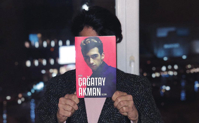 kitap-cikaran-sarkici-cagatay-akman-sosyal-11605718_7143_m