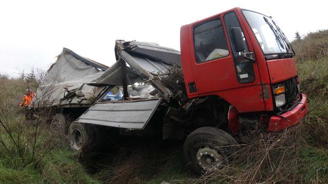Lastiği patlayan kamyon takla attı: 1 yaralı