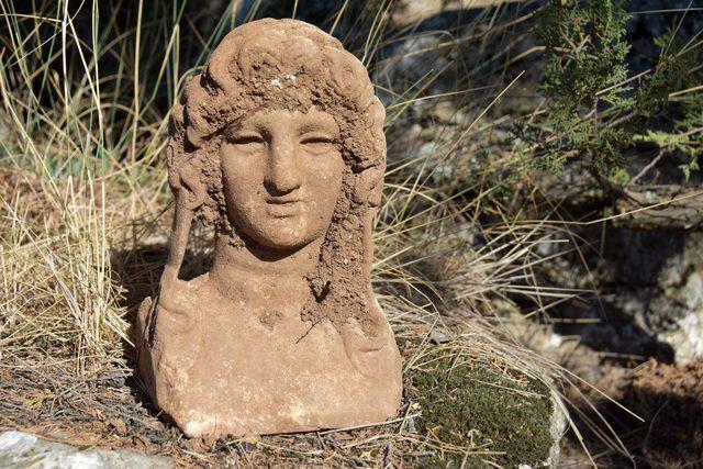 pisidiada-buyuk-iskendere-benzeyen-mermer-heykel-bulundu_5622_dhaphoto1