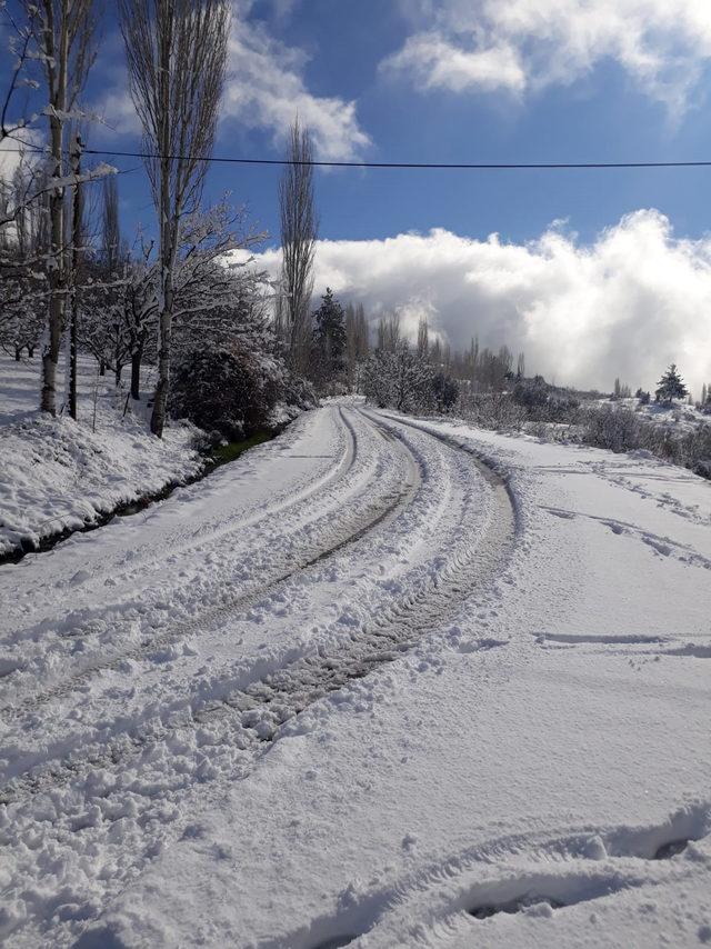 Kaş'ın yüksek kesimlerinde kardan yollar kapandı