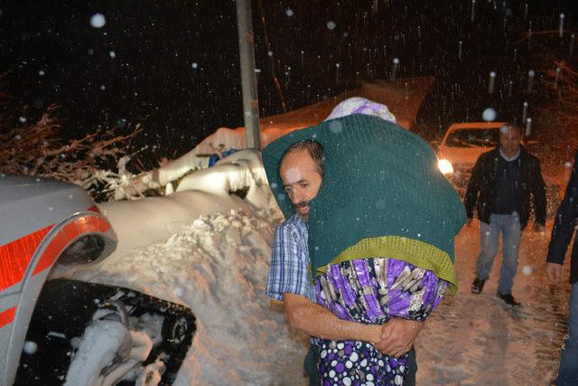 Köyde mahsur kalan hasta, 6 saatte hastaneye ulaştırıldı