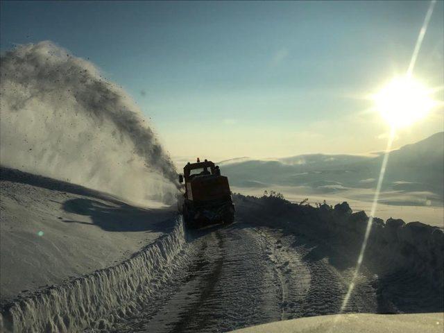 Çaldıran'da kar kalınlığı 1,5 metreyi buldu