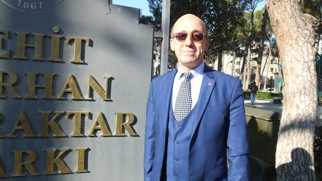 Burhaniye'de ambulans şoförü Bayraktar bağımsız başkan adayı oldu