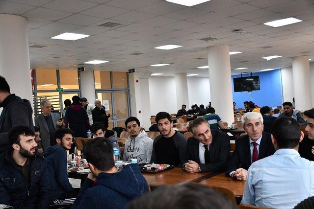 Müdür Arıcıoğlu öğrencileri yurtlarında ziyaret etti