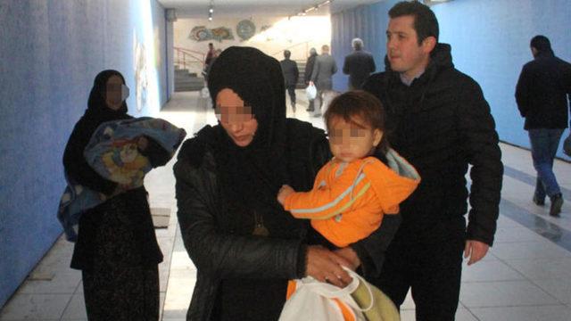 Samsun'da dilenci kadın küçük çocuğunu yol ortasında bırakıp kaçtı MYNET
