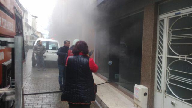 Tamir ettiği tablet patlayan tamircinin şimdi de dükkanı yandı