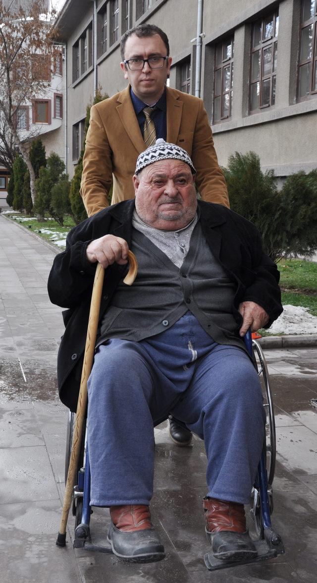 Engelli aile, Nüfus Müdürlüğü'ne müdürün makam aracıyla getirildi
