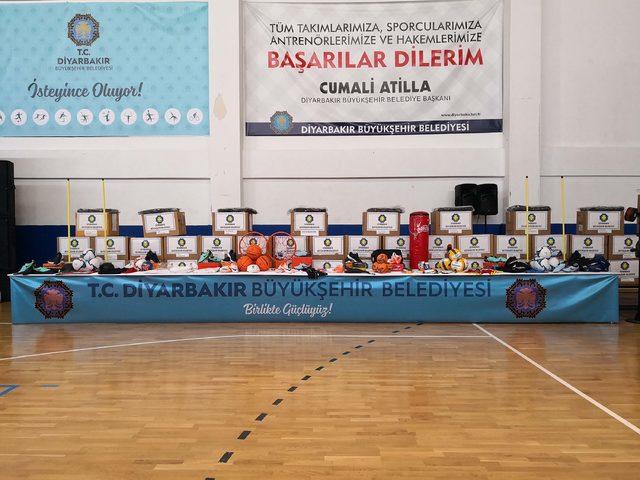 Diyarbakır Büyükşehir'den amatör spor kulüplerine malzeme desteği