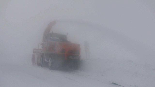 Muş Haberleri: 5 gündür kapalı yolda ekiplerin kar ve tipiyle mücadalesi 39
