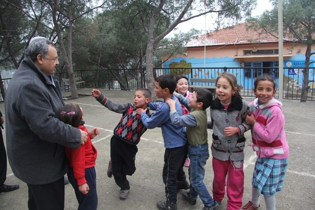 Burhaniye'de eğitime belediye desteği