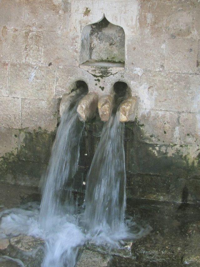Tarihi çeşmeden 10 yıl sonra su aktı