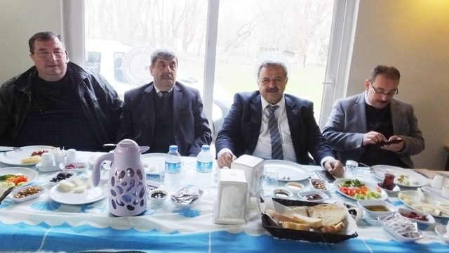 Burhaniye Belediye Başkanı Uysal gazetecilerle bir araya geldi