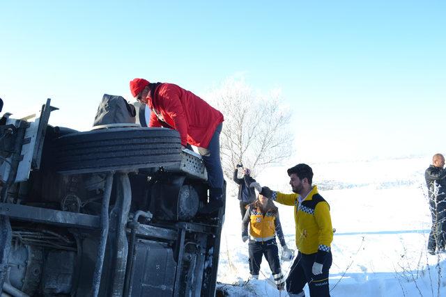 Aksaray Haberleri: Buzlanan yolda 5 araçlı zincirleme kaza: 2 yaralı 15