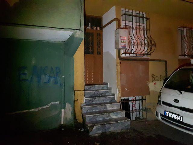 Esenyurt'ta 4 katlı bina içinde çıkan şüpheli yangın polisi alarma geçirdi