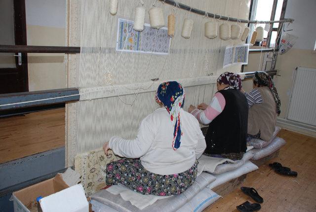 Merkez Haberleri: Geleneksel halı dokumacılığı kadınlara gelir kapısı oldu 99
