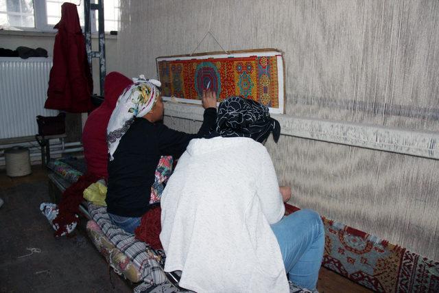 Merkez Haberleri: Geleneksel halı dokumacılığı kadınlara gelir kapısı oldu 89
