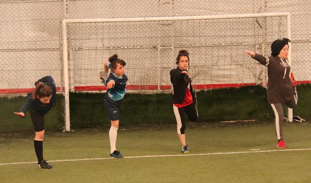 Bitlis'in Tatvan ilçesinde kadın futbol takımı kuruldu