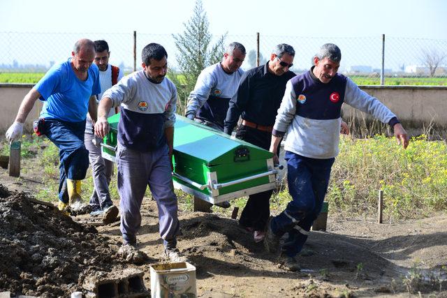 Cenaze, 2 yıl sonra kimsesizler mezarlığından aile mezarlığına taşındı